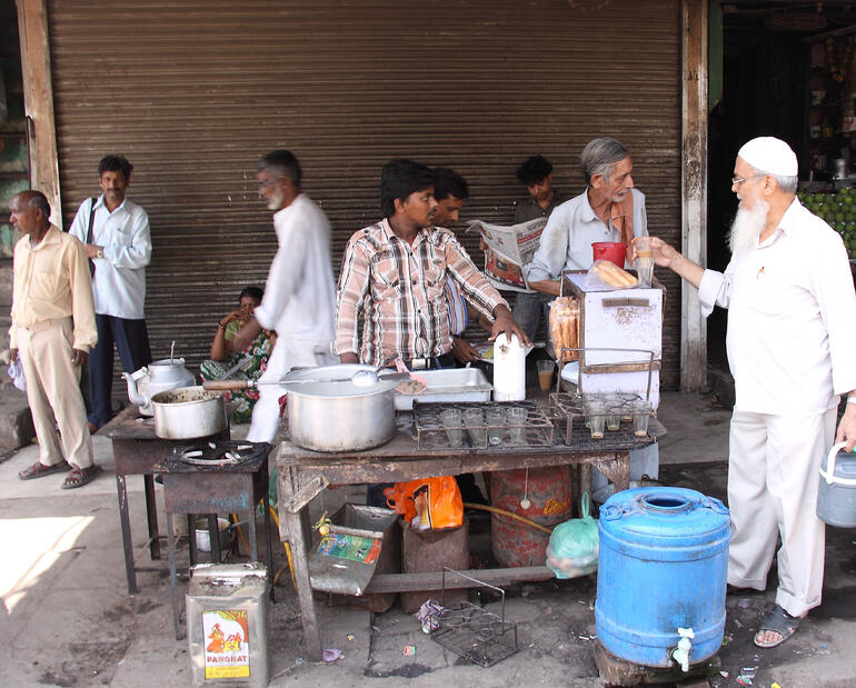 Street vendor - chai - New Delhi