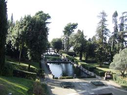Photo of Rome Hadrian's Villa and Villa d'Este Half-Day Trip from Rome Middle level of fountains