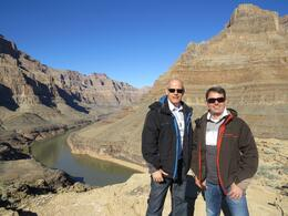 Carlos e Rogério tendo ao fundo o Rio Colorado e Grand Canyon , Carlos C - January 2014
