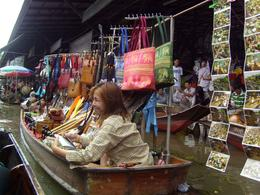 Photo of Bangkok Floating Markets of Damnoen Saduak Cruise Day Trip from Bangkok souvenir seller