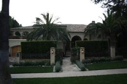 All of the houses in Beverly Hills looked picture perfect! - April 2010