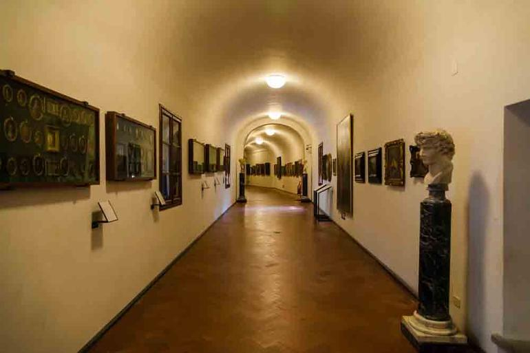 One kilometer of Vasari Corridor with paintings