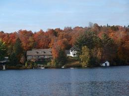 Photo of Montreal Laurentian Mountains Day Trip From Montreal Les Lac des Sablesクルーズ