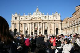 Once you get to St. Peters Square it is packed! soo many people!, Isabelle M - November 2009