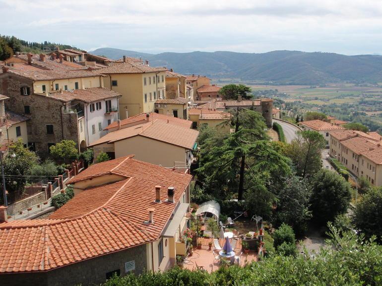 Beautiful rooftop view from Cortona - Rome