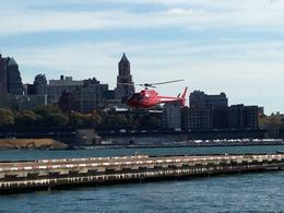 Photo of New York City Manhattan Sky Tour: New York Helicopter Flight notre helico qui arrive..