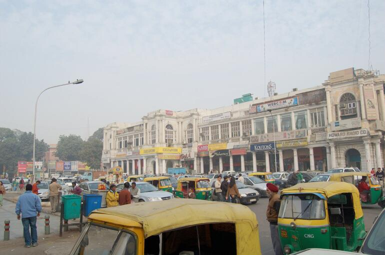 Street scene, Connaught Place, Delhi, India - New Delhi