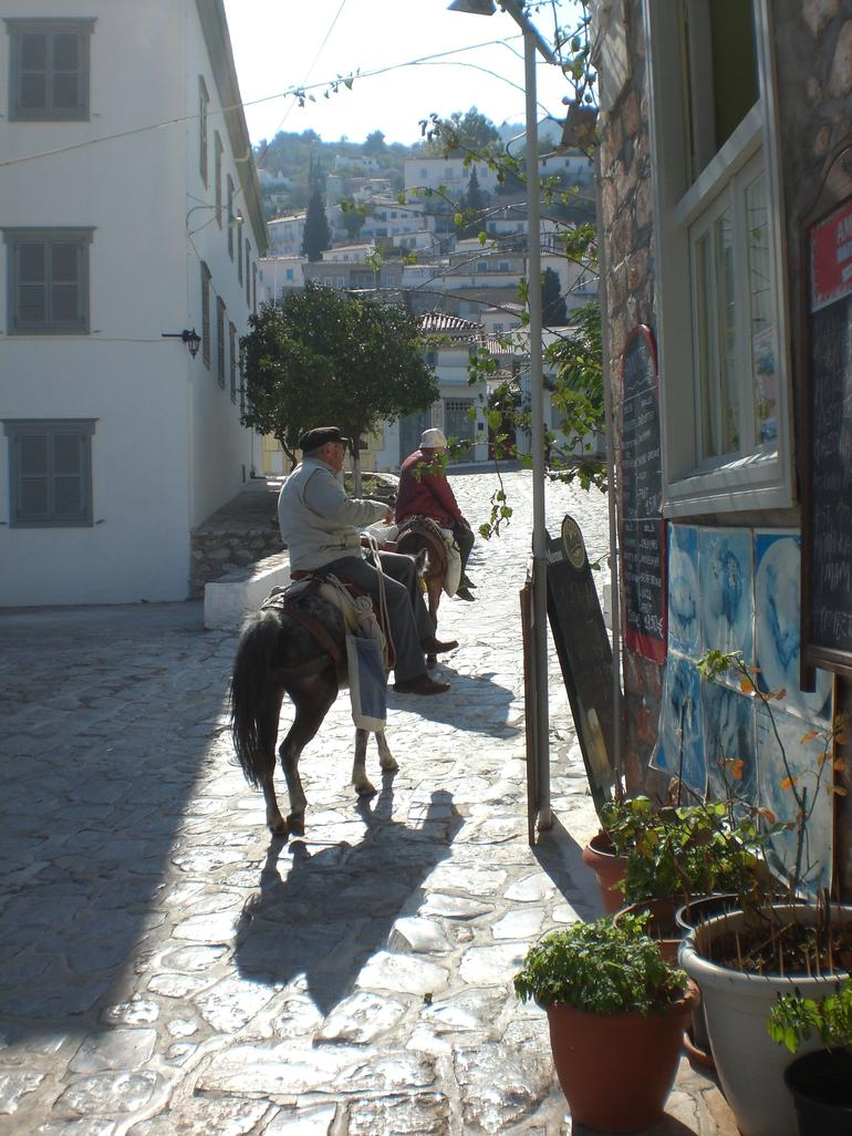 te locals in Hydra - Athens