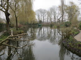 Foto von Paris Giverny und Monet Monet's garden in early spring