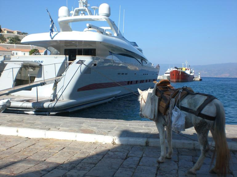 the 2 modes of transport in Hydra - Athens