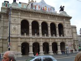 The front of the Opera House in Vienna. A delightful building. - November 2011