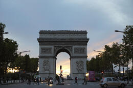 Photo of   Ard De Triomphe at night
