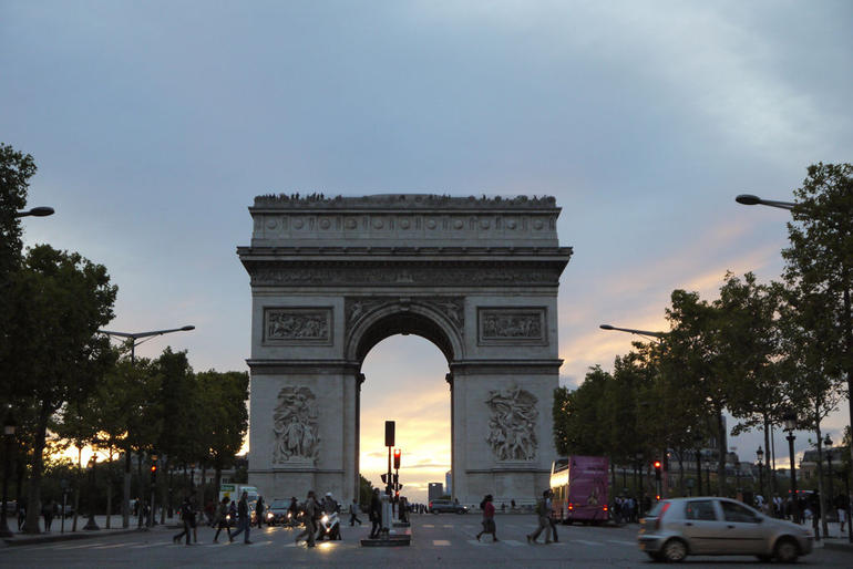Ard De Triomphe at night - Paris