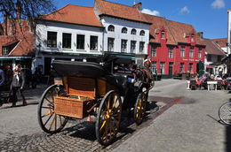 The sound of those mighty hooves on the cobbled streets of Bruges is awesome. , Reza R - April 2016
