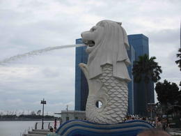 Merlion in Marina Bay, one of the 5 photo stops on the tour , James Fong - February 2013