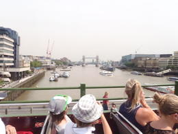 Photo of London Vintage Double Decker London Tour with Thames Cruise unterwegs im Bus