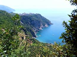 Hiking from Corniglia (in the background) to Vernazza, somewhere towards half way through... , Wanderer - August 2013