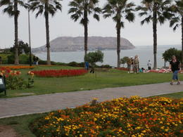 Lima coast seen from Parque del Amor , Cruiser Craig - February 2013