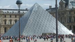 Louvre entrance, Ana M L - August 2010