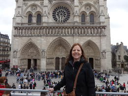Frente a Notre Dame. , Lilliam M - July 2013
