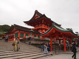 Beginning of the tour around Fushimi Inari Shrine , Madeleine H - April 2015
