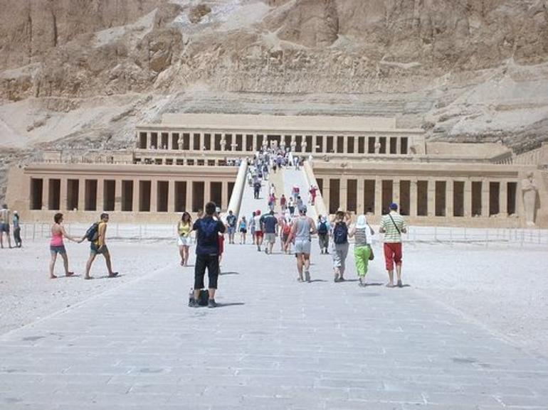 Hatchespsut Temple - Luxor