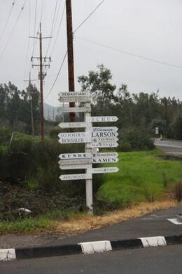 Signpost of wineries - April 2010