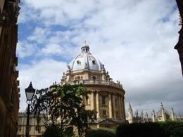 The library was the highlight of my trip to Oxford! It is one of the oldest libraries in England. - July 2008
