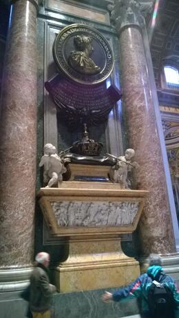 Photo of Rome Skip the Line: Vatican Museums Walking Tour including Sistine Chapel, Raphael's Rooms and St Peter's Drottning Christinas grav