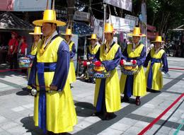 Photo of Seoul Soul of Seoul Small-Group Walking Tour guards
