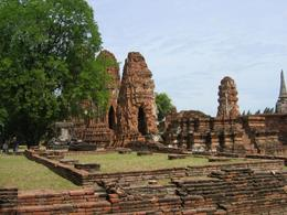 A wide angle shot of Ayuthaya., Diane B - July 2008