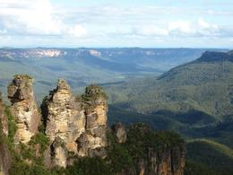 Photo of Sydney Blue Mountains and Jenolan Caves Motorcoach Day Tour Clearer View of Three Sisters