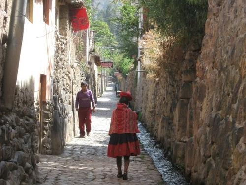 Foto von Cusco Sacred Valley, Pisac and Ollantaytambo Full-Day Tour from Cusco Street in Ollantaytambo