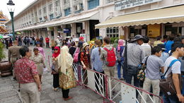 Ticket line at the Grand Palace entrance , Charles D - June 2016