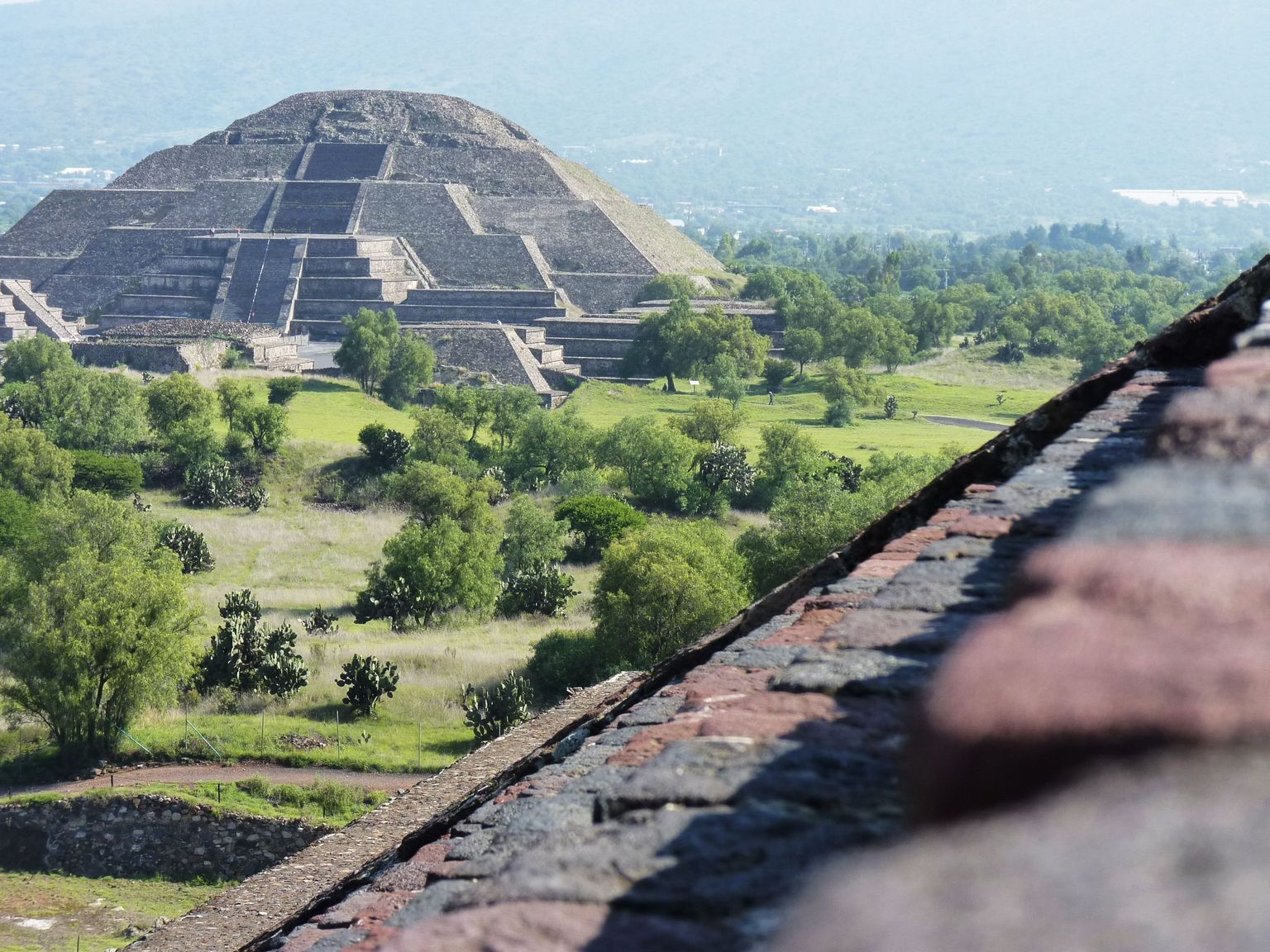 Early Morning Teotihuacan Pyramids Tour with a Private Archeologist
