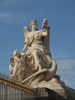 One of the statues at the entrance gates, Yvonne M - September 2010