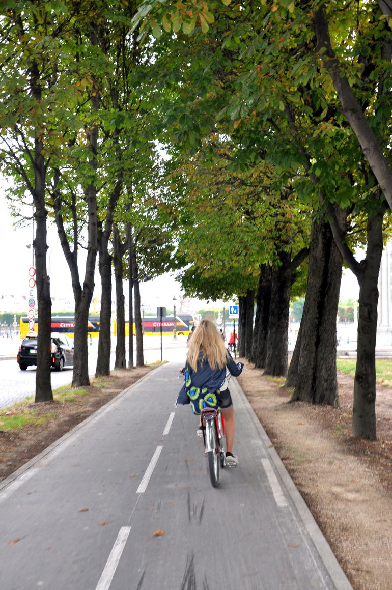 Lovely to bike in Paris... - Paris