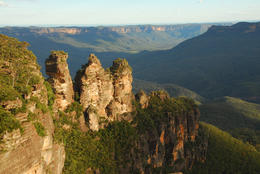 This is the most famous view at the Blue Mountains. Taken from Echo Point lookout. , Jeff - December 2010