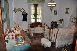 Picture of bedroom with dolls in Estancia Museum , mer - November 2015