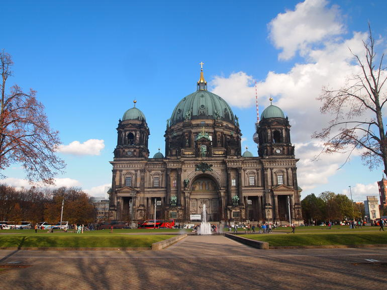 Berlin Highlights and Hidden Sites Historical Walking Tour - Berlin