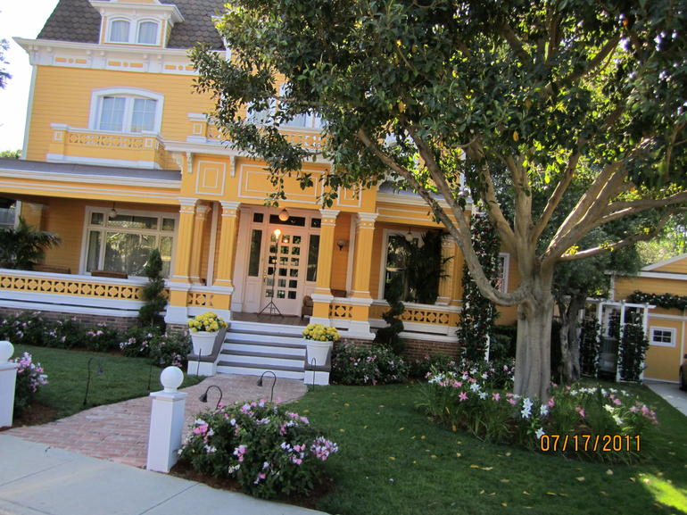 Wisteria Lane - Los Angeles