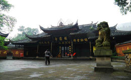 Photo of Chengdu 2-Day Private Tour of Leshan Grand Buddha and Emei Shan including Monastery Stay Baoguo Temple
