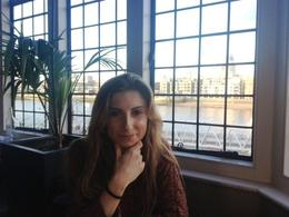 Waiting for our afternoon tea with the view of London, Maria - March 2013