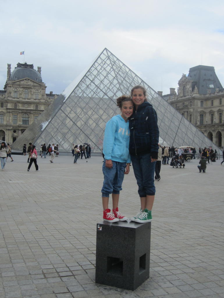 Girls at the Louvre - Paris