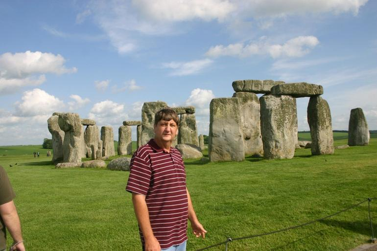 Yes I am at Stonehenge - London
