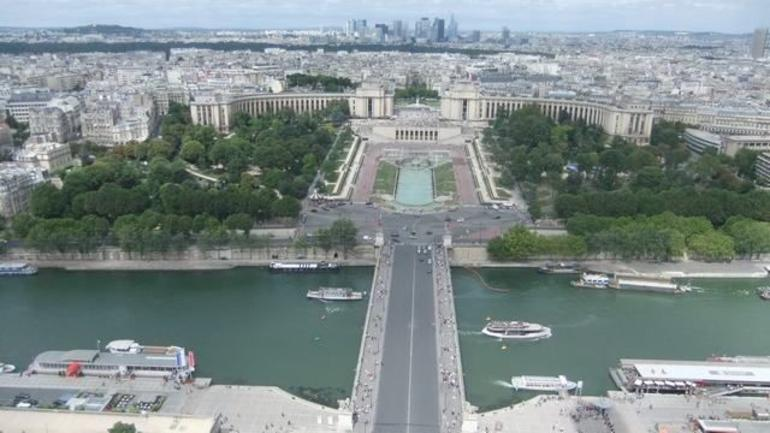 Eiffel Tower views - Paris