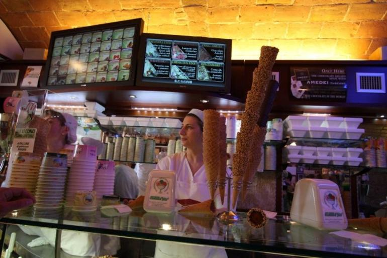 Gelateria in San Gimignano - Florence