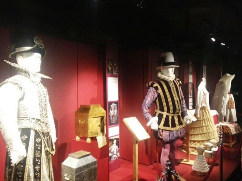 shakespear-outfits.jpg - London