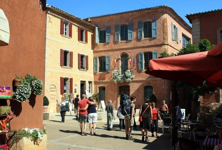 Beautiful Roussillon, a village in the Luberon - Marseille