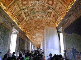 Photo of Rome Skip the Line: Vatican Museums Tickets Imponerende loft maleri.